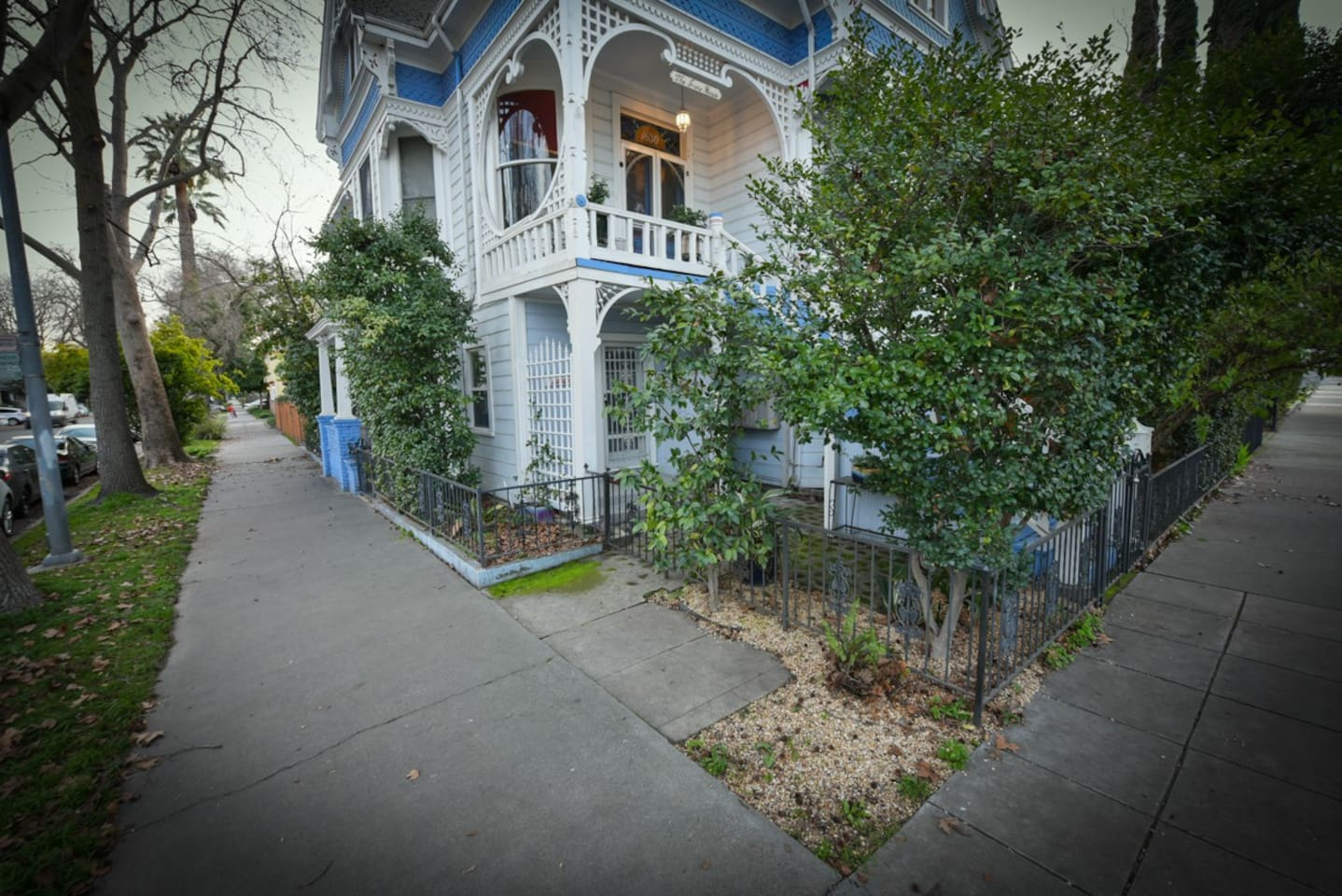 private apartment in beautiful mid-town Queen Anne Victorian