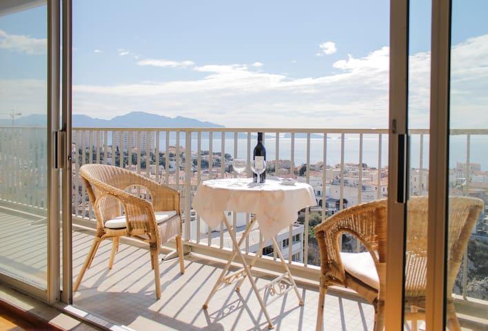 vue imprenable sur la mer et Notre Dame - Marseille - Wohnung