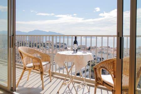 vue imprenable sur la mer et Notre Dame - Marseille
