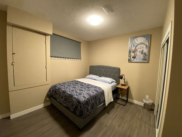 Brand new and a cozy private room near airport