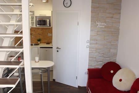 *BRAND NEW* Minimalist RED SOFA apartment, Centar