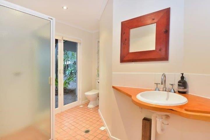 """Private tropical """"mini resort"""" style home - Machans Beach - Dům"""
