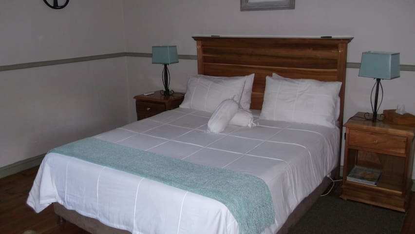 House Martin Guest Lodge