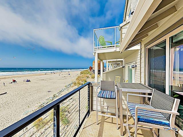 Rock Creek Inn Condo on Beach w/ Oceanside Balcony
