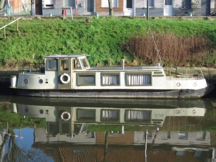 Small houseboat - Kleine woonboot (12 meter)