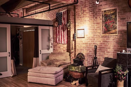 Vintage exposed-brick Artist Loft in Chinatown! - Chicago - Loft