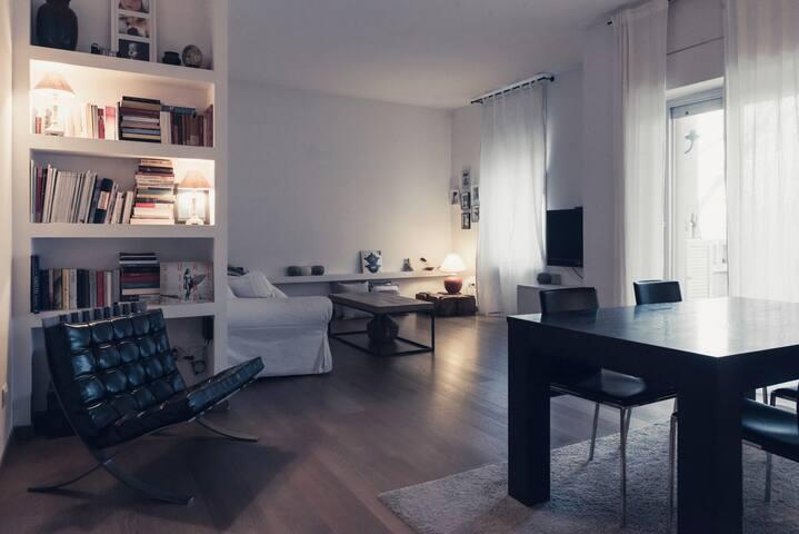 Warm Minimal-Style three-room apartment.