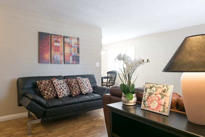 Near STRIP - Entire house is yours! Cozy and clean