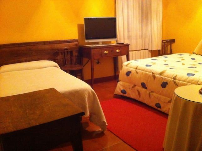 Habitación con niños en Gredos Sur. - Guijo de Santa Bárbara  - Bed & Breakfast