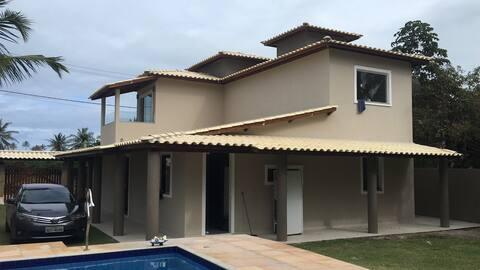 Casa com piscina e varanda gourmet