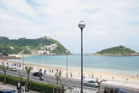 Breathtaking views from terrace: Luxury apartment - San Sebastián