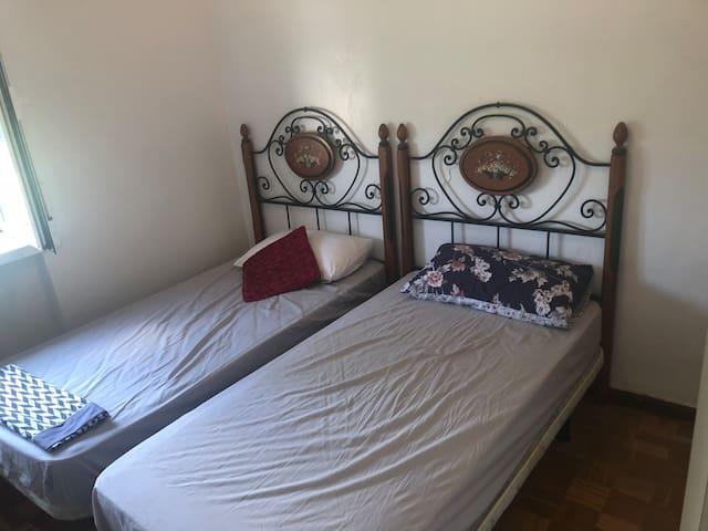 Alquilar un habitacion de 2 camas. 15min caminado a plaza toros.