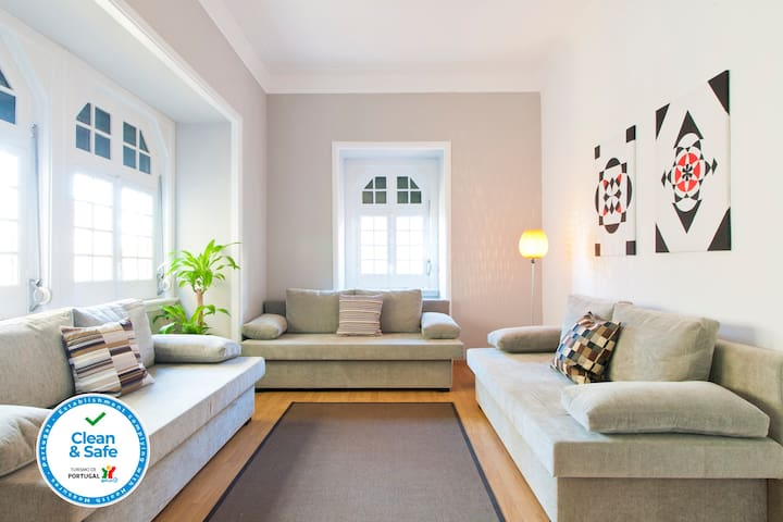 CHIADO HISTORICAL CENTER 4BEDROOM, UP TO 16 PEOPLE