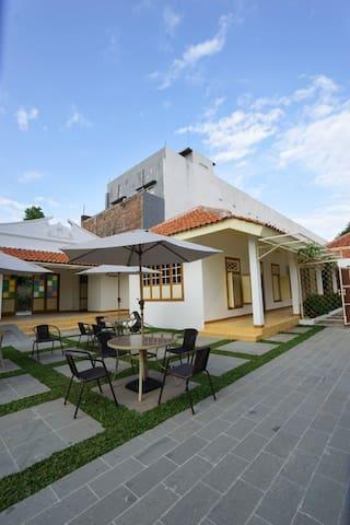 Colonial Guest House Cirebon