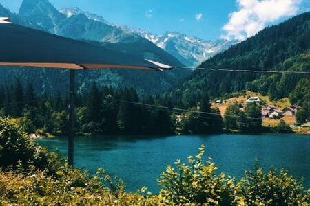 Chalet cosy au bord d'un lac -  Station les 7 Laux