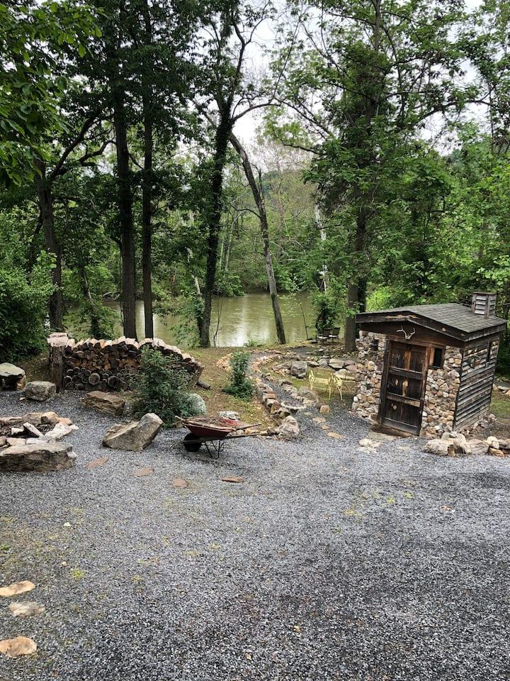 Shenandoah Riverfront - Happy Peach Cottage