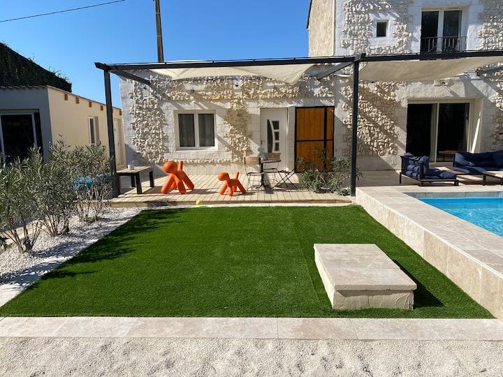Dépendance «loft»dans Mas provençal avec piscine