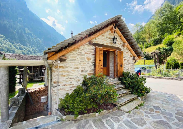 Classic and romantic Chalet in Calanca