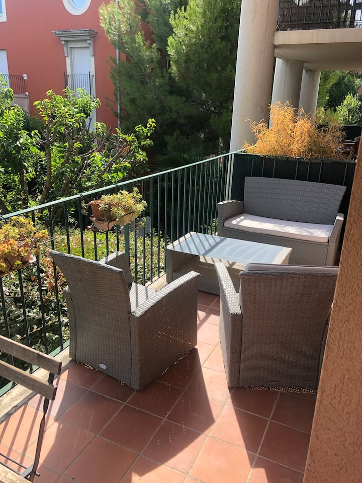 Beau T2 rénové climatisé - Terrasse et Parking