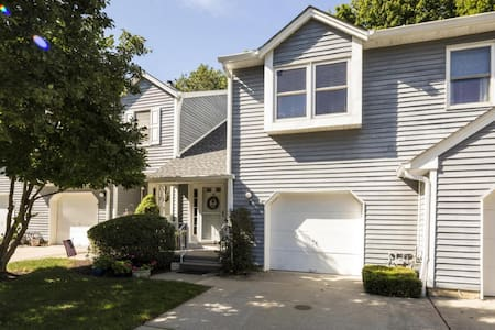 2 BR Updated Townhome Near Red Bank, Beach - Little Silver - Townhouse
