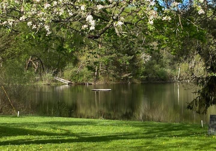 Single Bedroom Condo Overlooking Pond