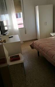 Habitación céntrica y con buen ambi - Castellón de la Plana