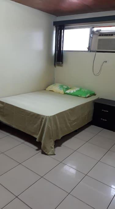 Amplias habitacions con aire acondicionado, planchador, etc.