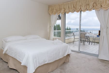 YOUR LAVISH HOME . . . . . . ROOM 4 - West Vancouver - House