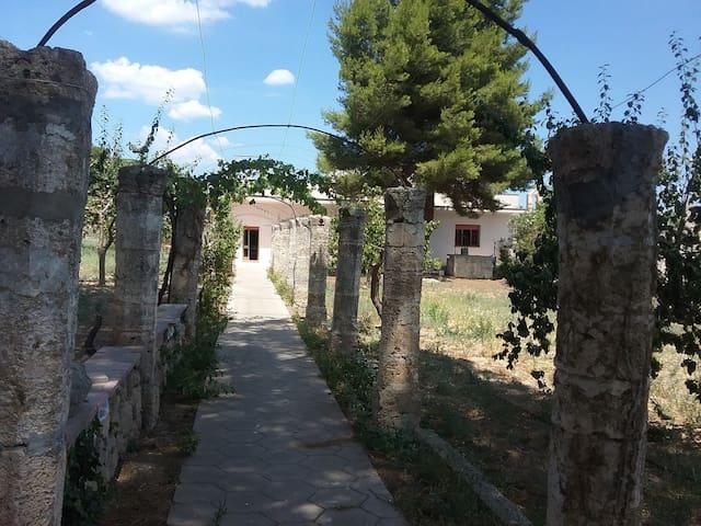 Abitazione con giardino storico - Ugento - Huis