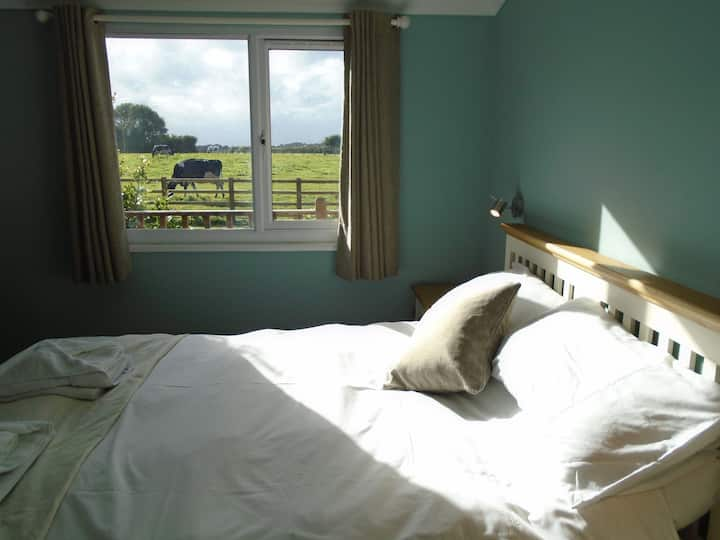 Sunset Lodge. Farm location .Centrally situated.
