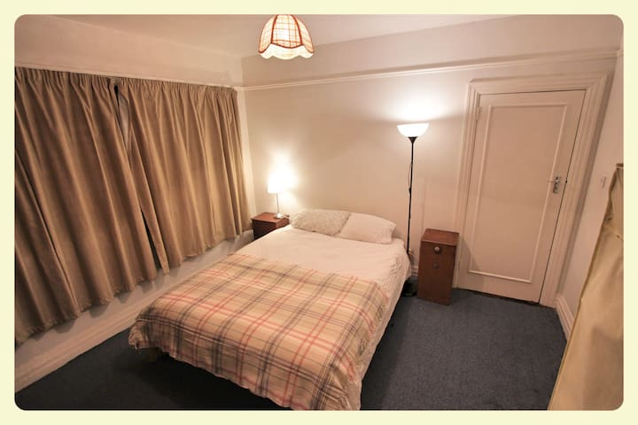 Double room 15 mins from city centr - Raheny - Bed & Breakfast