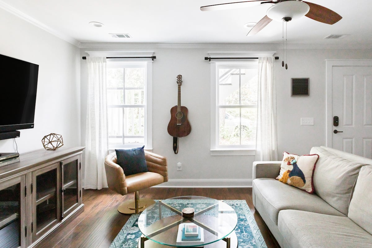 Downtown Garden Home in Federal-Style Rowhouse With Parking