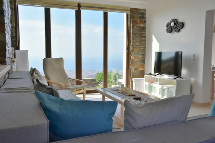 Cycladic House next to Ioulida with Charming View
