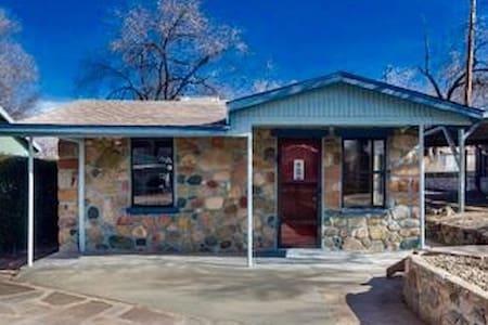 Cozy Stone Cottage close to town. - Prescott