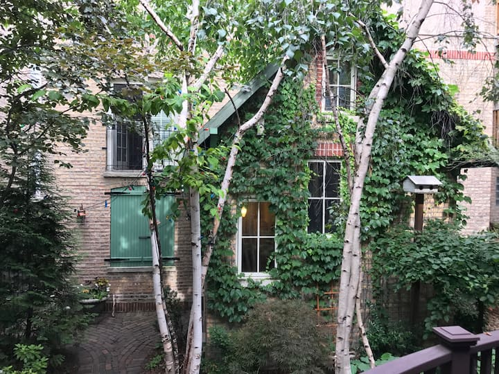 Edgewater, private, charming coach house 1 ( of 2)