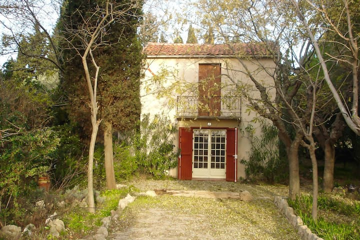 Charming hunting lodge as a holiday home with a large garden near fisherman's village