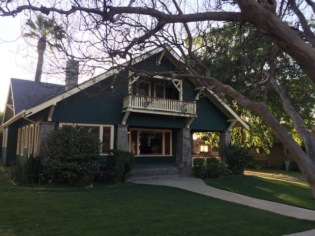 Historic Southside Bungalow - Redlands