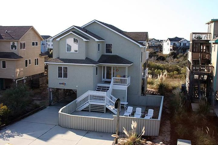 #CP3: OCEANSIDE Home in Corolla w/PRVTPool & HotTub, DogFriendly