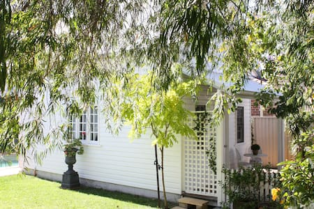Charming cottage retreat by the bay - Sans Souci - Daire