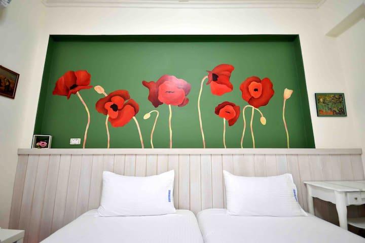5000年德蘇美人把這花稱為快植物,所以我們把她手繪在牆上,因為我們希望您快樂旅行_