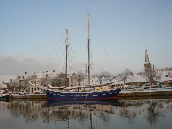 Leeuwarden,   groep accommodatie op het water.