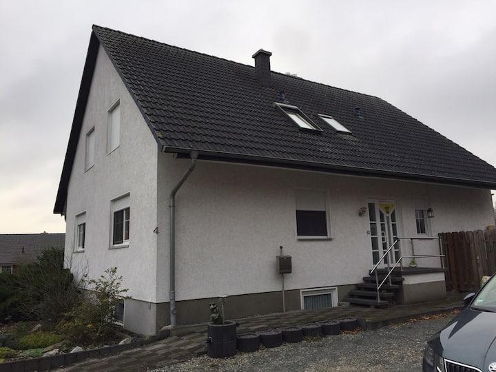 Messenahes Doppelzimmer mit 2 Einzelbetten