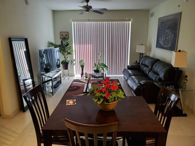 Beautiful Luxury Master Suite and , Parking