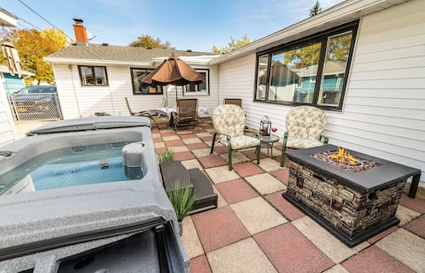 """5★ 15 Min from Airport, New Queen, Hot Tub & 50""""TV"""