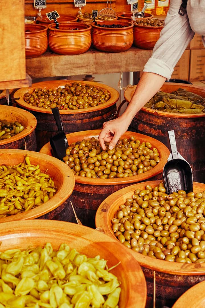 Shop with 20 different kinds of olives