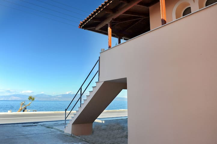 Luxury maisonette in front of the crystal sea - Likoporia