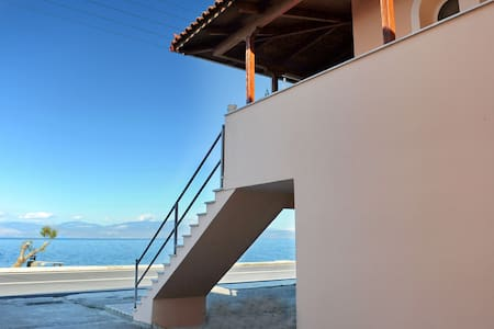 Luxury Maisonette in front of the crystal sea!!! - Likoporia - Casa