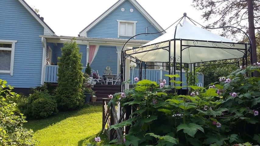 Sinisen talon yläkerta Blue House's Upstairs