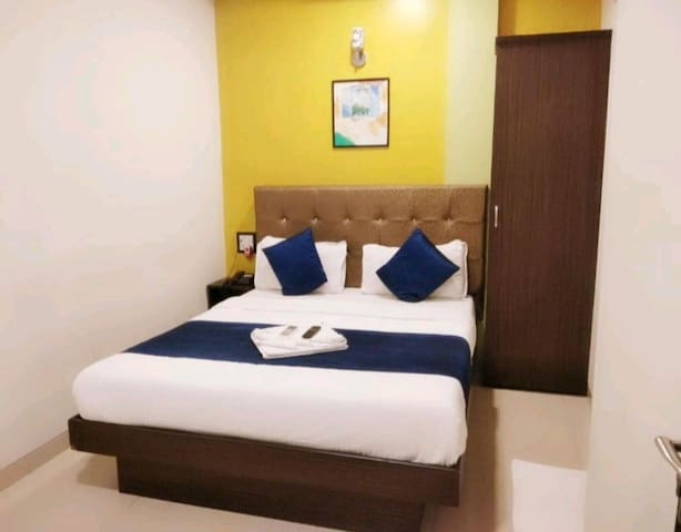 Premium &budget rooms near airport & metro station