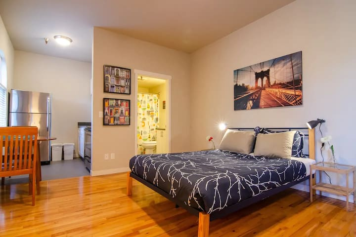 Large, Bright studio in International District 511